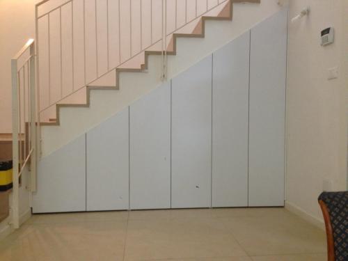 ארון נישה מתחת למדרגות