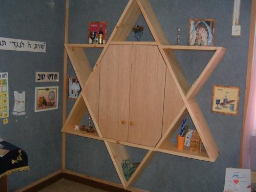 ארון קודש לגן ילדים בצורת מגן דוד