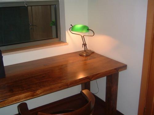 שולחן כתיבה מעץ אמבויה