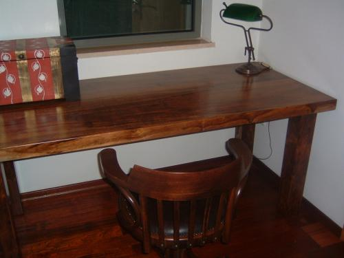 שולחן עבודה בסגנון כפרי