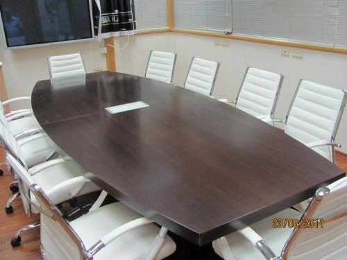 שולחן ישיבות אובלי קטום