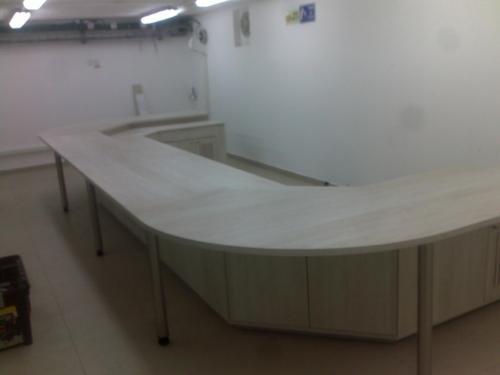 שולחן לחדר בקרה
