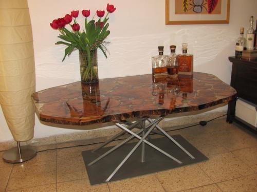 שולחן סלון עץ זית וברזל